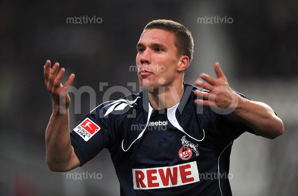 Fussball 1. Bundesliga:  Saison   2010/2011    13. Spieltag VfB Stuttgart - FC Koeln   21.11.2010 Lukas Podolski (1. FC Koeln)