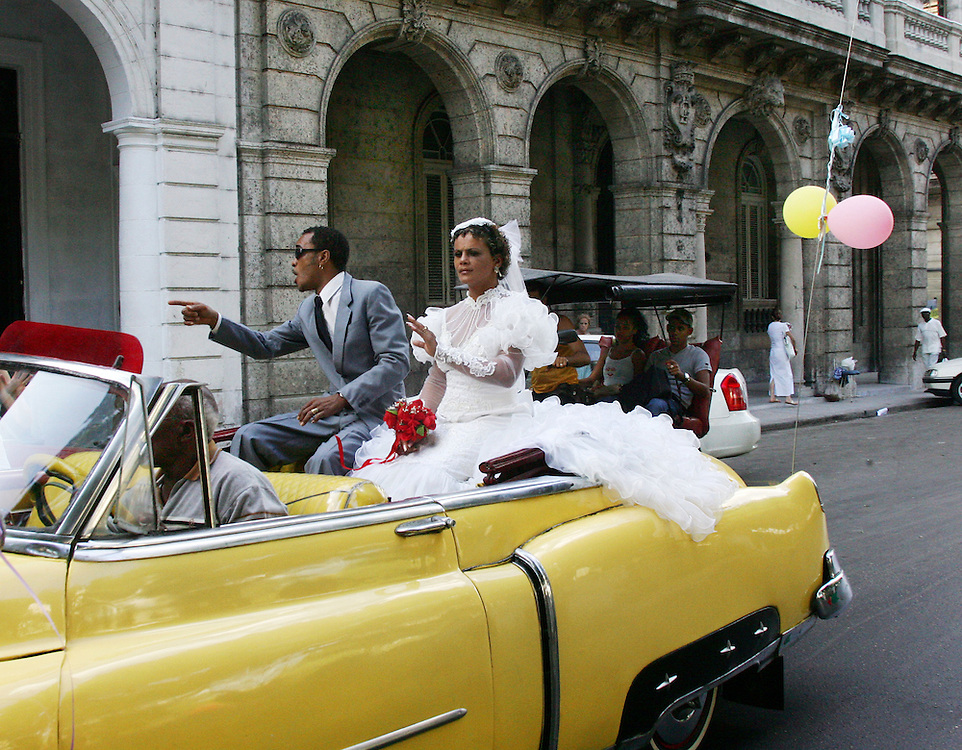 A newly married couple in the streets of Old Havana.