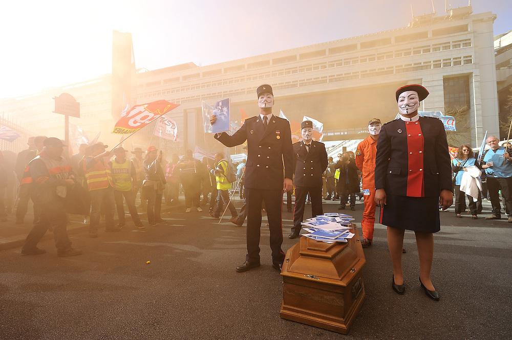 Manifestation des agents des finances publiques, le 20 mars 2014 au Ministère des Finances.