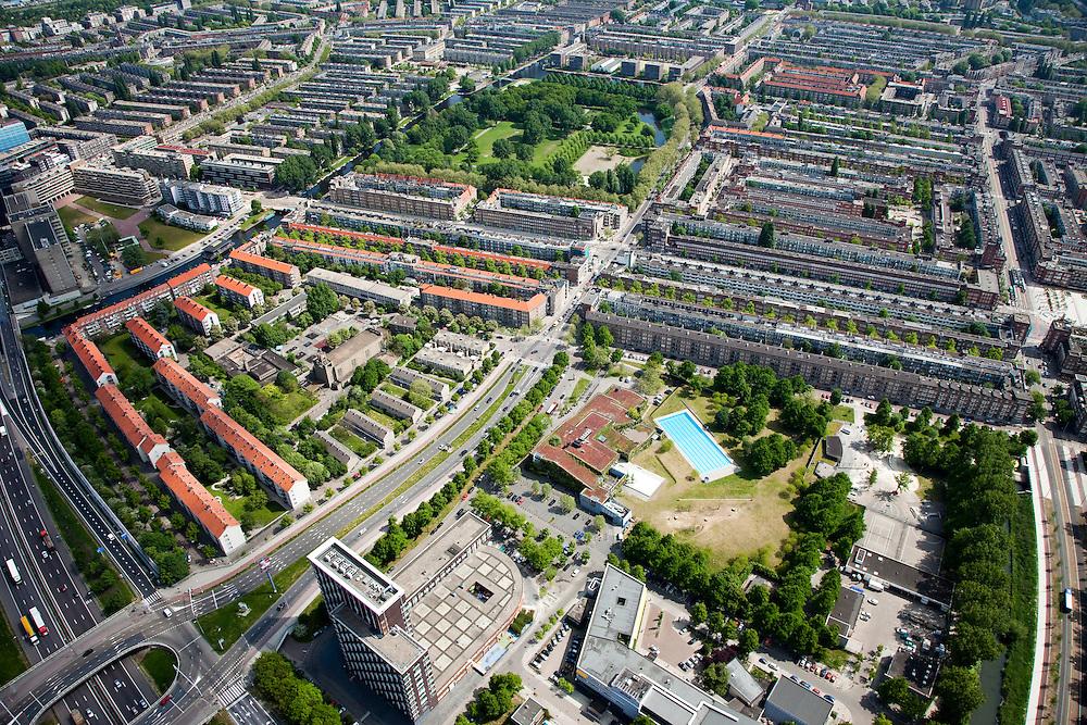 Nederland, Amsterdam, Amsterdam-West, 25-05-2010. Jan van Galenstraat met Erasmuspark , stadsdeel Bos en Lommer, Oud-West..Western part of the city..luchtfoto (toeslag), aerial photo (additional fee required).foto/photo Siebe Swart