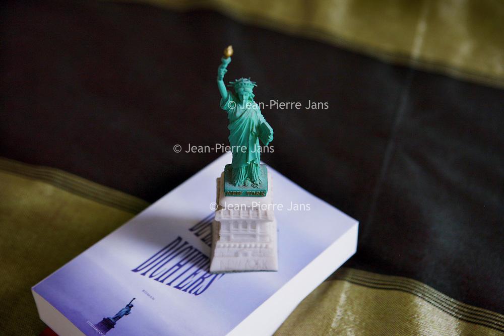 Nederland, Amsterdam , 24 augustus 2011.Amerikaans Vrijheidsbeeldje van schrijfster, performer Christine Otten n.a.v. haar laatste boeken die zich vooral in Amerika afspelen..Foto:Jean-Pierre Jans