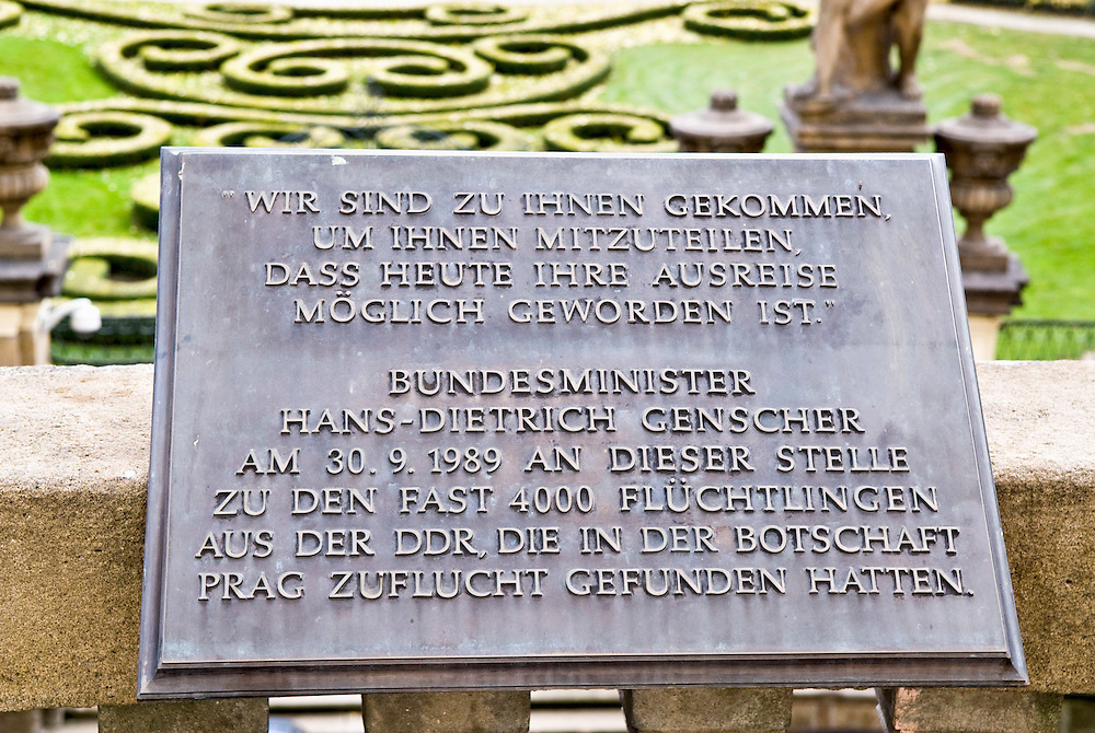 CZE,Tschechien, Prag, 2007,  Balkon der Deutschen Botschaft in Prag mit der Gedenktafel zur Rede des Bundesministers Hans-Dietrich Genscher am 30.09.1989,  der die Einreise von 4000 DDR Buergern, die Zuflucht in der Botschaft gesucht hatten, in die BRD ermoeglichte. Der damalige Botschafter war Hermann Huber  |  .CZE,Czech Republic, Prague, 2007 balcony of the German embassy in Prague with a memorial plate and part of the speech by former minister Hand-Dietrich Genscher,  telling the 4000 refugees of the GDR that it is possible to settle down in West-Germany .  |