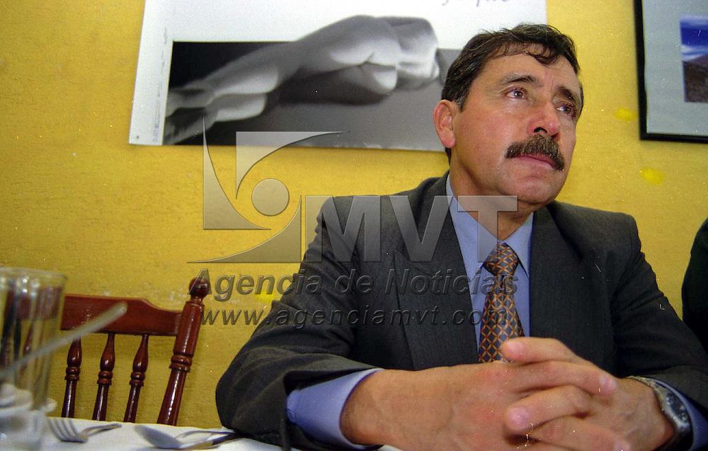 Toluca, Méx.- David Vilchis alcalde de Zinacantepec en conferencia de prensa aseguró que su administración está lista para rendir el informe de gobierno correspondiente el próximo 7 de agosto. Agencia MVT/ Mario B. Arciniega