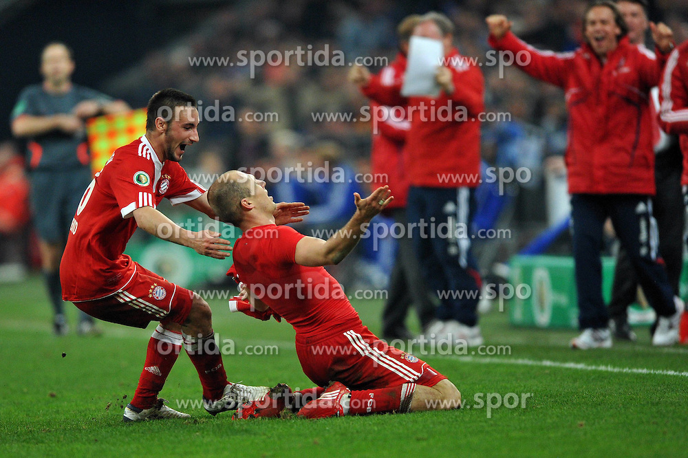 24.03.2010, Arena AufSchalke, Gelsenkirchen, GER, DFB Pokal, Schalke 04 vs  FC Bayern Muenchen im Bild Jubel Diego Contento ( Bayern #26 ) und Arjen Robben ( Bayern #10 ) nach dem 1:0 EXPA Pictures © 2010, PhotoCredit: EXPA/ nph/   Conny Kurth / SPORTIDA PHOTO AGENCY
