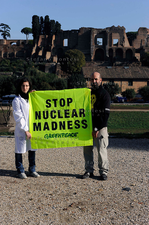 "Roma 13 Novembre 2009.Inaugurata a Roma la prima ""farmacia nucleare"" ambulante che distribuirà alla popolazione il ""Nuclease65"", ovvero materiale informativo sotto forma di scatolette di finte pillole allo iodio. Una simulazione di quello che periodicamente fa l'Agenzia di Sicurezza Nucleare francese..Rome 13 November 2009.Inaugurated in Rome the first one ""nuclear pharmacy"" itinerant that will distribute to the population the ""Nuclease65"", or material informative in the form of boxes of fake pills to iodine. A simulation of that that periodically ago the agency safety Nuclear French."