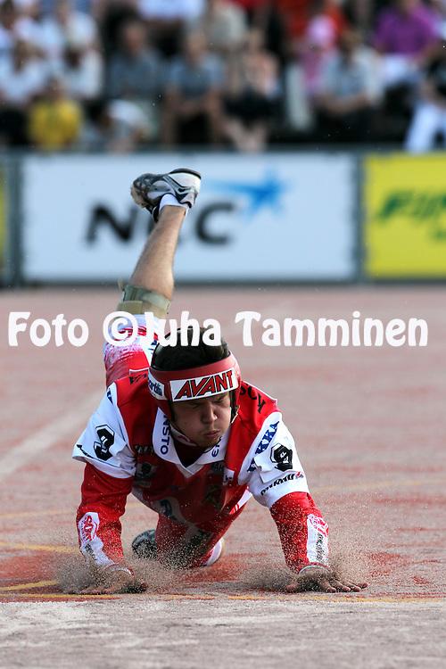 20.07.2010, Pihkala, Hyvink??..Superpesis 2010, Hyvink??n Tahko - Koskenkorvan Urheilijat..Juho Ranto - Koskenkorva.©Juha Tamminen.