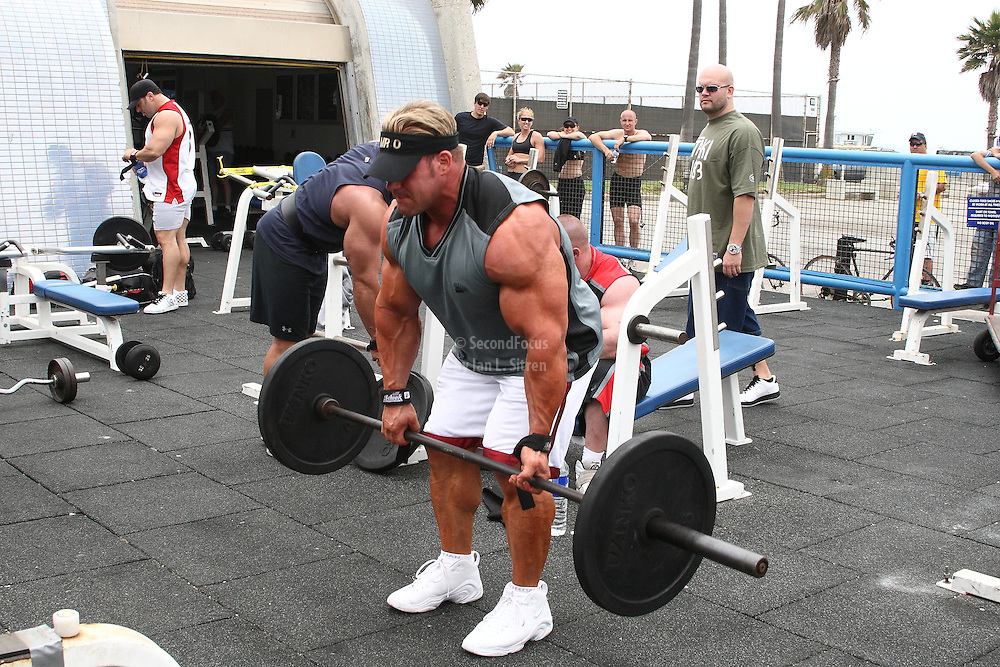 Mr. Olympia, Jay Cutler doing deadlifts, working out in the pit at world famous Muscle Beach at Venice Beach California.