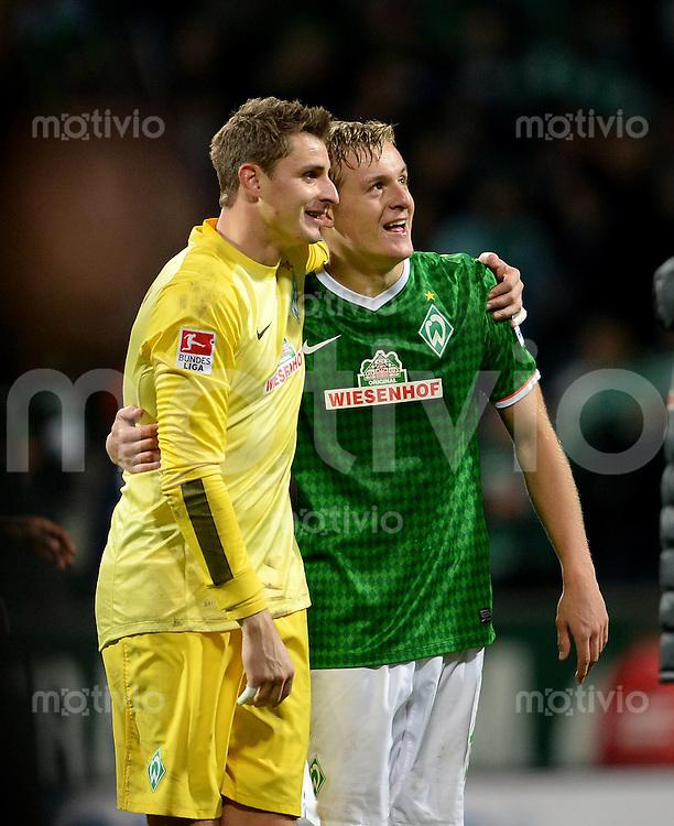 FUSSBALL   1. BUNDESLIGA   SAISON 2013/2014   11. SPIELTAG SV Werder Bremen - Hannover 96                         03.11.2013 Sebastian Mielitz (li) und Felix Kroos (re, beide SV Werder Bremen) freuen sich nach dem Abpfiff