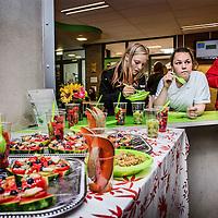 Nederland, Amsterdam, 21 juni 2016.<br /> Clusius College in Noord krijgt een prijs  voor de beste gezonde schoolkantine. Ze halen eten uit hun tuin en serveren dat daar. <br /> <br /> <br /> Foto: Jean-Pierre Jans