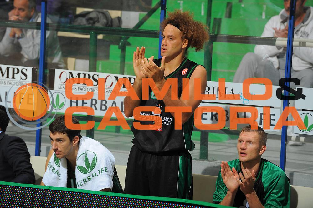 DESCRIZIONE : Siena Eurolega 2010-11 Montepaschi Siena Cholet Basket<br /> GIOCATORE : Shaun Stonerook<br /> SQUADRA : Montepaschi Siena<br /> EVENTO : Eurolega 2010-2011<br /> GARA :  Montepaschi Siena Cholet Basket<br /> DATA : 21/10/2010<br /> CATEGORIA : esultanza<br /> SPORT : Pallacanestro <br /> AUTORE : Agenzia Ciamillo-Castoria/GiulioCiamillo<br /> Galleria : Eurolega 2010-2011<br /> Fotonotizia : Siena Eurolega Euroleague 2010-11 Montepaschi Siena Cholet Basket<br /> Predefinita :
