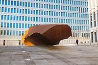 DEU, Deutschland, Germany, Berlin, 08.02.2019: Eröffnung der neuen Zentrale des Bundesnachrichtendienstes (BND). Die Stahl-Skulptur des Bildhauers Stefan Sous liegt auf einer Freifläche im BND-Gelände.