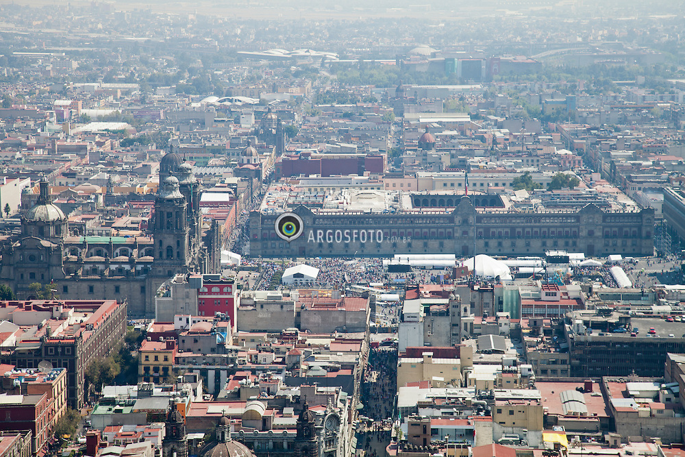 Cidade do Mexico, vista aerea a partir da Torre Latino Americana. / Mexico City's main square seen from the 44th floor observation deck of Torre Latinoamerica. Ano 2010 .Foto Adri Felden/Argosfoto