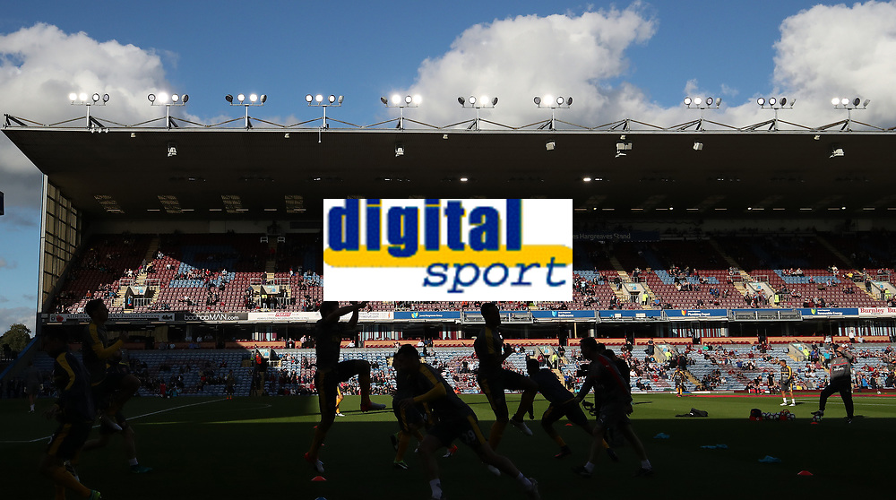 Football - 2016 / 2017 Premier League - Burnley v Arsenal at Turf Moor<br /> <br /> Arsenal team warm up before the match at Turf Moor<br /> <br /> COLORSPORT/LYNNE CAMERON