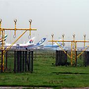 Landingslichten en vliegtuigen op Schiphol