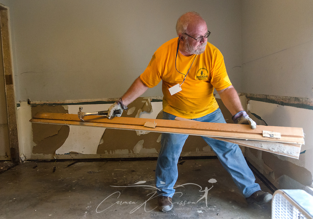 Southern Baptist Disaster Relief volunteer Rich Zimenoff, a member of First Baptist Church of Vidalia in Vidalia, Ga., pushes wooden door frames out a window so they can be taken to a garbage heap, Aug. 26, 2016, in Denham Springs, La. Zimenoff, along with other SBDR Georgia volunteers, is at the home of Karen Johnson and Phillip Carpenter this week, helping them mud out their flood-damaged home. Johnson and Carpenter, members of Immaculate Conception Church in Baton Rouge, are among thousands of Louisiana residents affected by a mid-August flood. (Photo by Carmen K. Sisson)