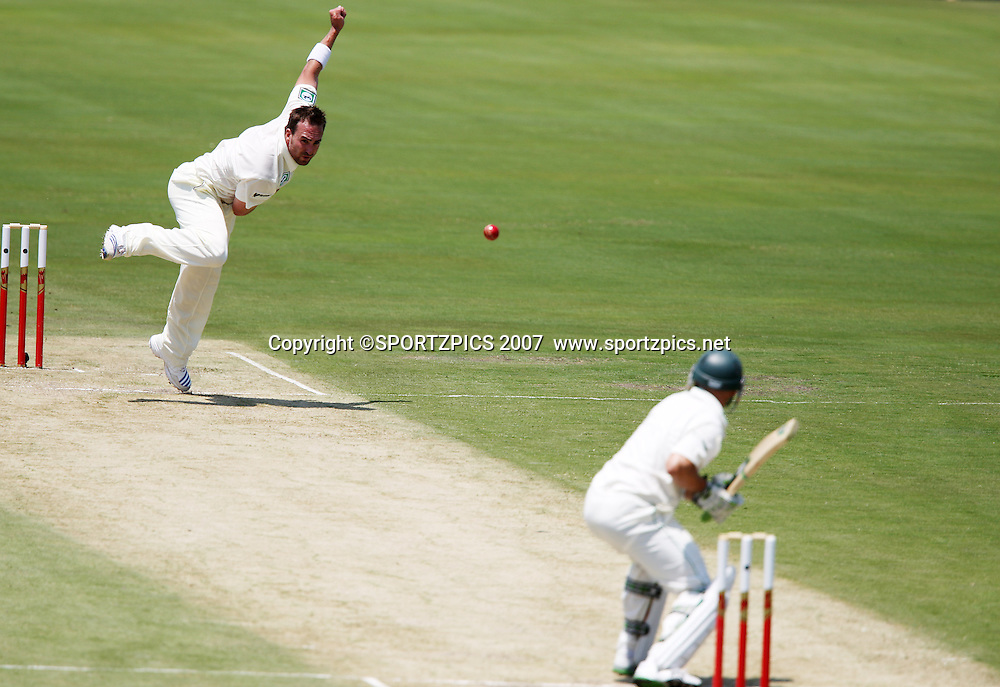 Mark Gillespie bowling to Hashim Amla. South Africa v New Zealand. International cricket 2nd Test. at Centurion Stadium, Pretoria, South Africa. Saturday 17 November 2007. Photo: Barry Aldworth/SPORTZPICS/PHOTOSPORT