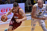 DESCRIZIONE : Cremona Lega A 2015-16 Play Off gara 2 Vanoli Cremona Umana Reyer Venezia <br /> GIOCATORE : Benjamin Ortner<br /> CATEGORIA :  Penetrazione sequenza<br /> SQUADRA : Umana Reyer Venezia<br /> EVENTO : Campionato Lega A 2015-2016 GARA : Vanoli Cremona vs Umana Reyer Play Off gara 2<br /> DATA : 10/05/2016 <br /> SPORT : Pallacanestro <br /> AUTORE : Agenzia Ciamillo-Castoria/I.Mancini<br /> Galleria : Lega Basket A 2015-2016 Fotonotizia : Cremona Lega A 2015-16 PlayOff Gara 2  Vanoli Cremona Umana Reyer Venezia