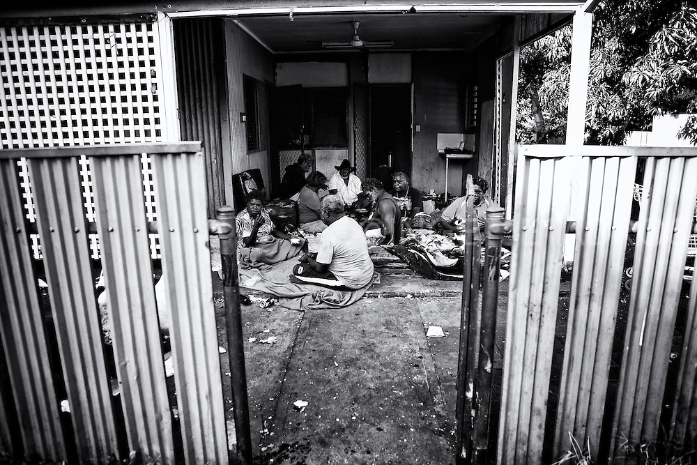 Early morning breakfast in front of Esther Yumbi's house in Kennedy Hill (2nd R). Her family from Balgo which is a dry community (alcohol not permitted) has been here now for quite some time. Broome, Western Australia. ©Ingetje Tadros/Diimex
