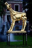UTRECHT - In de Stadsschouwburg van Utrecht zijn de Gouden Kalveren 2013 uitgereikt. Met hier op de foto  het Gouden Kalf beeld voor de stadsschouwburg Utrecht. FOTO LEVIN DEN BOER - PERSFOTO.NU