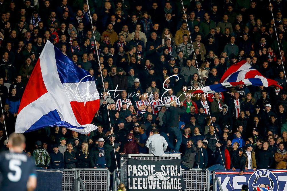 19-11-2016 VOETBAL:WILLEM II - PSV:TILBURG<br /> Supporters van Willem II met vlaggen<br /> <br /> Foto: Geert van Erven