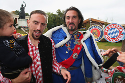 06.10.2013, Kaefers Wiesenschaenke, Muenchen, GER, der FC Bayern Muenchen beim Oktoberfest, im Bild Franck Ribery of Bayern Muenchen poses with a double of former Bavarian King Ludiwig 2nd in front of the ensemble of the Bavaria statue, a monumental bronze sand-cast 19th-century statue and the Hall of Fame (Ruhmeshalle). The Bavaria is the female personification of the Bavarian homeland and by extension its strength and glory // during the Oktoberfest 2013 beer festival at Kaefers Wiesenschaenke in Munich, Germany on 2013/10/06. EXPA Pictures © 2013, PhotoCredit: EXPA/ Eibner/ Eckhard Eibner<br /> <br /> ***** ATTENTION - OUT OF GER *****