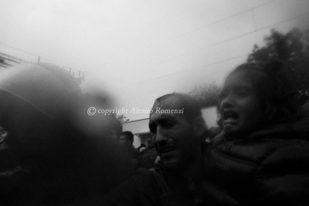 Croatia: Migrants desperately rush to board a train in the eastern-Croatia town of Tovarnik, close to the border between Croatia and Serbia. Alessio Romenzi