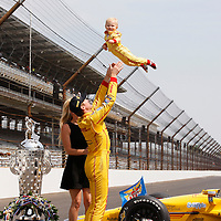 26 May, 2014, Indianapolis, Indiana, USA<br /> Ryan Hunter-Reay celebrates with wife Beccy and son Ryden<br /> &copy;2014, Phillip Abbott<br /> LAT Photo USA