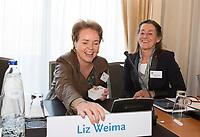 SOESTDUINEN - Liz Weima komt in het bestuur van de NGF. Algemene Ledenvergadering van de NGF (Nederlandse Golf Federatie) met bestuurswisseling. rechts Liesbeth Leeflang. COPYRIGHT KOEN SUYK