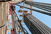 Cuero, Texas. Fracking brought a huge oil boom to Dewitt County in Texas...Bohrturm auf dem Gruendstueck von Oel-Milliardaer George Bishiop. Er gräbt hier seine 71. Ölquelle...© Stefan Falke www.stefanfalke.com.Unterwegs mit Peter Hossli.