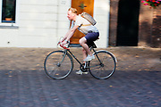 In Utrecht rijden fietsers over het Domplein.<br /> <br /> In Utrecht cyclists ride at the Dom square.