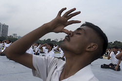 June 21, 2017 - Kolkata, India - People take part  in a yoga event during the International Yoga Day in Kolkata, India, on June 21, 2017. (Credit Image: © Sushavan Nandy/NurPhoto via ZUMA Press)