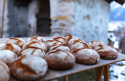 THEMENBILD - knusprige Brotlaibe vor einem Holzofen, aufgenommen am 03. Dezember 2017, Kaprun, Österreich // crispy loaves of bread in front of a wood stove on 2017/12/03, Kaprun, Austria. EXPA Pictures © 2017, PhotoCredit: EXPA/ Stefanie Oberhauser