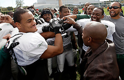 "October 8, 2009; Florham Park, NJ; USA; Floyd ""Money"" Mayweather breaks down the New York Jets practice with Dustin Keller (l) in Florham Park, NJ."