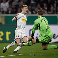 21.03.2012, Stadion im Borussia-Park, Moenchengladbach, GER, DFB Pokal, Halbfinale, VfL Borussia Moenchengladbach vs FC Bayern Muenchen, im Bild v.l. Torchance durch Marco Reus (Borussia Moenchengladbach), re. Manuel Neuer (FC Bayern Muenchen), Aktion // during the German DFB Pokal Match, Half-Final, between VfL Borussia Moenchengladbach vs FC Bayern Muenchen at the Borussia Park stadium, Moenchengladbach, Germany on 2012/03/21. EXPA Pictures © 2012, PhotoCredit: EXPA/ Eibner/ Oliver Vogler..***** ATTENTION - OUT OF GER *****