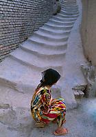 Chine, province du Sinkiang, Kashgar ou Kashi, femme Ouigour dans la vieille ville // China, Sinkiang Province (Xinjiang), Kashgar (Kashi), Old city bazar, Ouigour woman