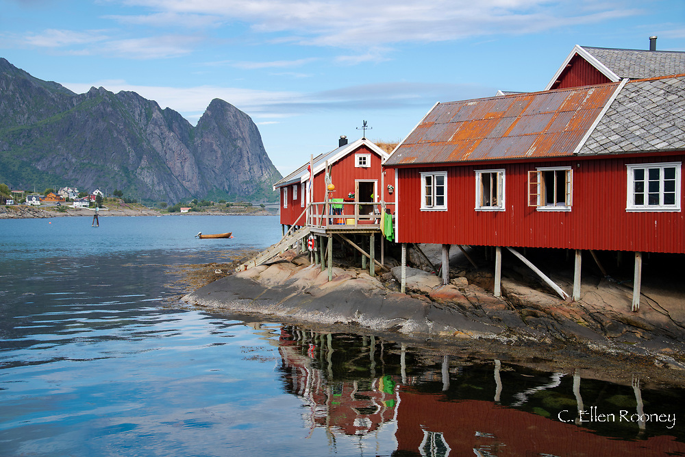Rorbu, traditional fishermen's cabins now used for tourist accommodation in Reine, Moskenesoya, The Lofoten Islands, Norway