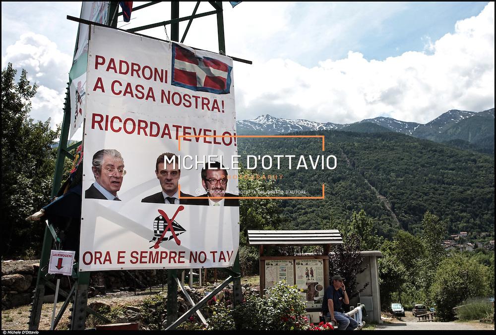 """la """"Libera Repubblica della Maddalena"""", il sito di Chiomonte, in Val di Susa, dove si attende la partenza del cantiere per il tunnel  geognostico di Chiomonte, i No-Tav sono pronti a fare resistenza passiva in caso di intervento delle forze dell'ordine..."""