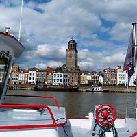 EN&gt; The city of Deventer from the ferry that crosses the river Ijssel |<br /> SP&gt; La ciudad de Deventer vista desde el bote que cruza el r&iacute;o Ijssel