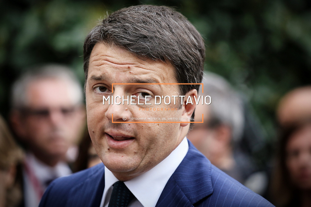 Matteo Renzi, in visita allo stabilimento di Settimo Torinese de L'Oréal, che occupa 400 dipendenti e fattura 1,1 miliardi , ed entro giugno 2015 sarà a «emissioni zero»