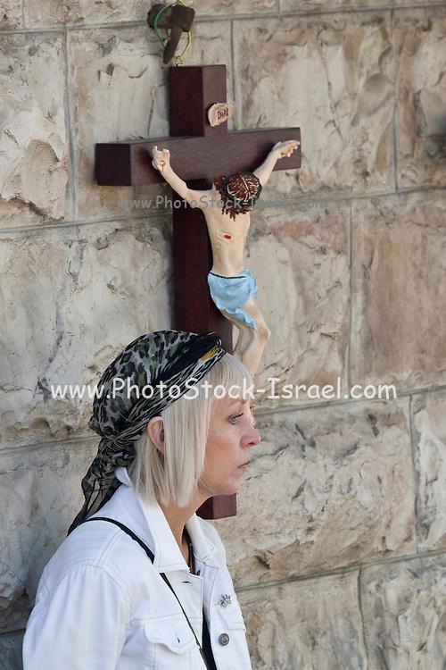 Israel, Jerusalem, Christian pilgrim with crucifix