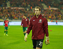 BRUSSELS, BELGIUM - Tuesday, October 15, 2013: Wales' goalkeeper Owain Fon Williams warms-up before the 2014 FIFA World Cup Brazil Qualifying Group A match against Belgium at the Koning Boudewijnstadion. (Pic by David Rawcliffe/Propaganda)