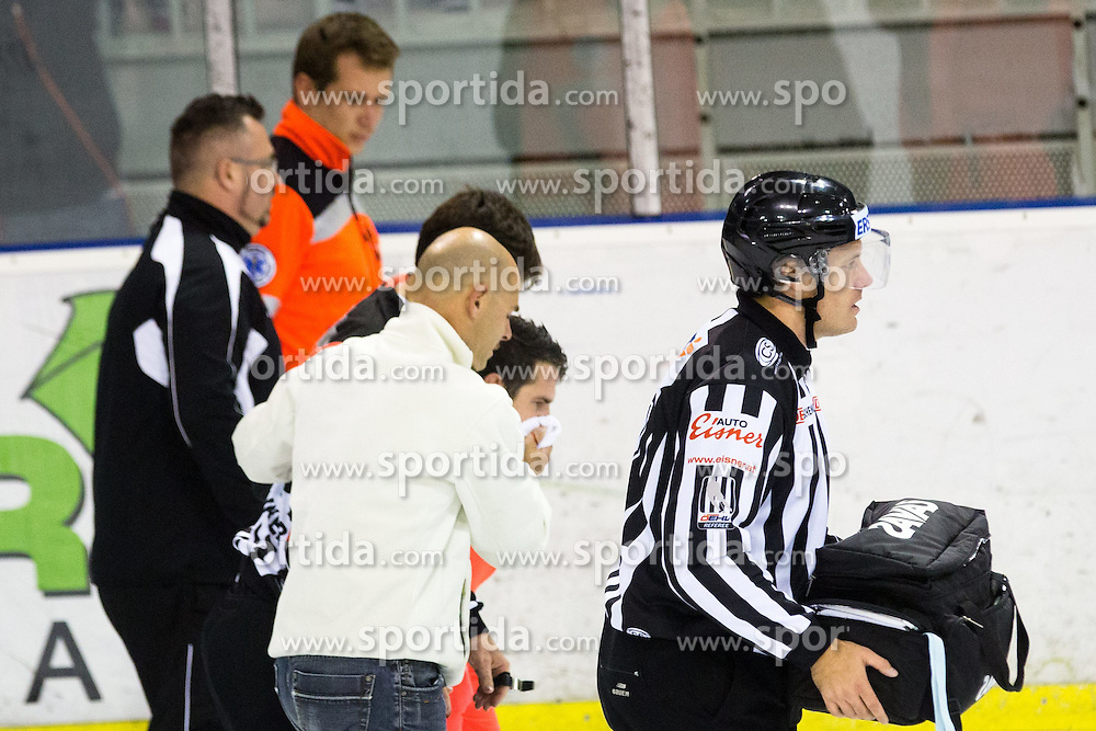 28.09.2014, Hala Tivoli, Ljubljana, SLO, EBEL, HDD Telemach Olimpija Ljubljana vs HC TWK Innsbruck, 6. Runde, im Bild Referee Florian Widmann receives medical assistance after puck hits him in the face // during the Erste Bank Icehockey League 6th round match betweeen HDD Telemach Olimpija Ljubljana and HC TWK Innsbruck at the Hala Tivoli in Ljubljana, Slovenia on 2014/09/28. EXPA Pictures © 2014, PhotoCredit: EXPA/ Sportida/ Matic Klansek Velej<br /> <br /> *****ATTENTION - OUT of SLO, FRA*****