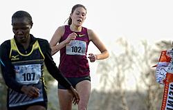 31-12-2014 NED: Rabobank Sylvestercross, Soest<br /> Bij de vrouwen ging de overwinning in de loop over 6 km door de Soester bossen naar Lucy Macharia (L). De Keniaanse was in de sprint Maureen Koster de baas.