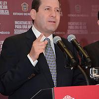 Toluca, México.- Eruviel Avila Villegas, presentó tres iniciativas de ley con las que se actualiza el marco jurídico para responder a la realidad social y promover un estado de Derecho. Agencia MVT / José Hernández