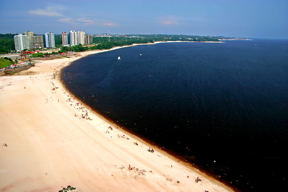 Manaus_AM, Brasil...Vista da praia da Ponta Negra as margens do Rio Negro em Manaus, Amazonas...The view from the Ponta Negra beach in the Negro River, Amazonas...Foto: JOAO MARCOS ROSA / NITRO