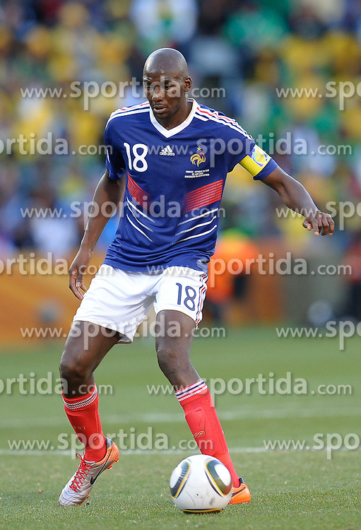 Alou Diarra of France in action, France v South Africa, FIFA World Cup 2010 Group A, Free State Stadium, Bloemfontein, South Africa, Date 22062010 Picture by Marc Atkins Mobile +27 8200 97621 (IPS PHOTO AGENCY) - 21 Delisle road - London SE28 0JD- tel: 020 88 55 1 008 - fax: 020 88 55 1037 - ISDN: 020 88 55 1039. / SPORTIDA PHOTO AGENCY