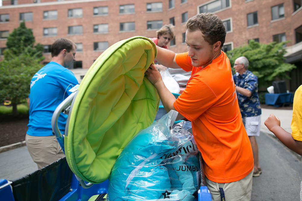 Sidney Duquette of Pittsford helps a new student move into Susan B. Anthony Hall on move-in day for new students at the University of Rochester on Tuesday, August 25, 2015.