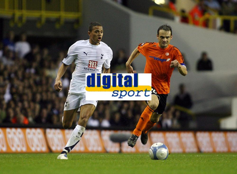 Photo: Chris Ratcliffe.<br /> Tottenham Hotspur v Slavia Prague. UEFA Cup. 28/09/2006.<br /> Jermaine Jenas of Spurs clashes with Lukas Jarolim of Slavia Prague.