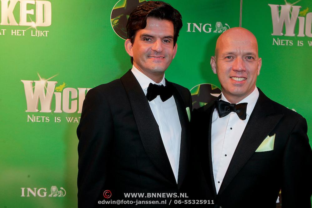 NLD/Scheveningen/20111106 - Premiere musical Wicked, Maurice Wijnen en partner Ronald den Ouden