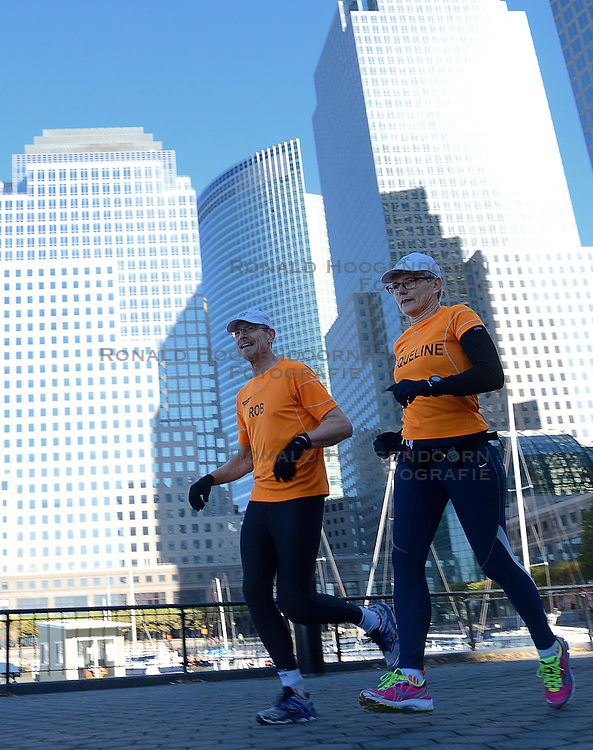 04-11-2012 ALGEMEEN: BVDGF NY MARATHON: NEW YORK<br /> De lopers van de BvdGf hebben vandaag hun eigen route gelopen langs de Hudson, Brooklyn en Manhattan Bridge <br /> &copy;2012-FotoHoogendoorn.nl